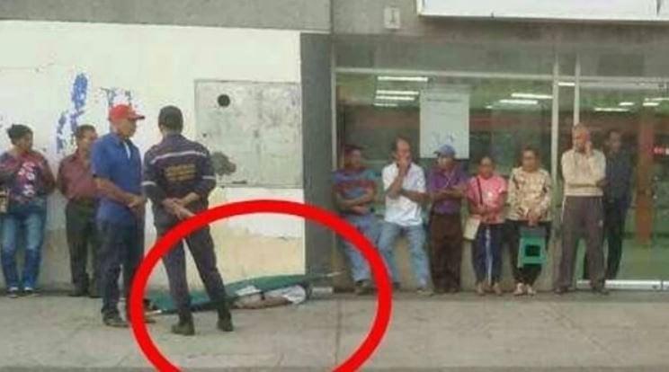 Tortura de la dictadura anciano muri haciendo fila dos for Banco exterior barinas
