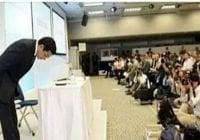 Ministro de Energía de Japón se disculpó inclinándose por un «apagoncito»