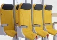 Estos asientos de avión le obligaría a viajar prácticamente de pie