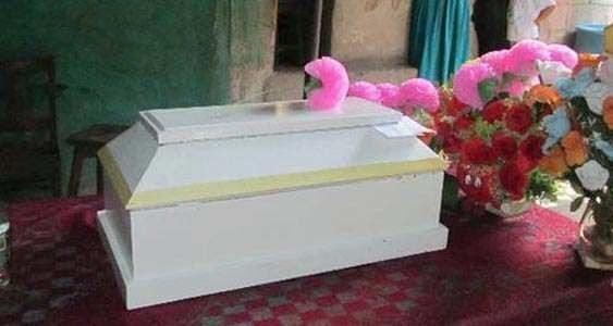 Haitianos sepultan cerca de su casa bebé de seis meses que supuestamente murió