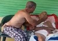 """Murió Eugenio Mena de 98 años quien aparece en vídeo golpeado por """"hijo""""; Vídeo"""