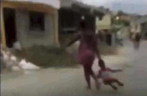 Presentación periódica y 50 mil pesos a haitiana que abusa de sus hijos; Vídeo