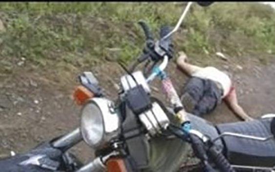 Encuentran hombre muerto en Villa La Mata, Cotui, junto a su motocicleta