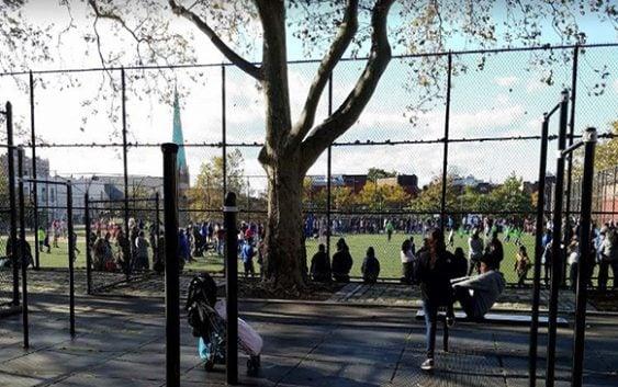 Tiroteo de pandilla Los Trinitarios en cancha de Brooklyn deja un muerto y dos heridos