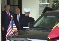Presidente Portugal da dosis de su propia medicina a Donald Trump, casi le saca el brazo; Vídeo
