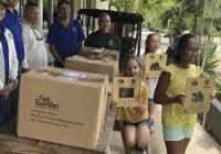 Niñas de quinto grado se unen para reabrir el zoológico de Mayagüez afectado por María