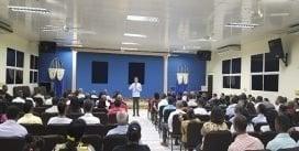 Carlos Peña felicita a la Comunidad Evangélica en su Día Nacional