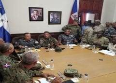 Haitianos trasngreden leyes y el Ministro de Defensa habla con haitianos de comunicación