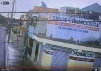 Comerciante cae de tercer piso al perseguir ladrón; Vídeo