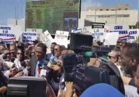 Diputados de Leonel y varios partidos apoyan protesta frente al Congreso contra fastidio a la Constitución