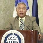 Ministro de Economía Isidoro Santana piensa no es correcto modificar la Constitución; Vídeo