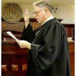 Juez de Kentucky niega adopción a maricones; Dijo que «Bajo ninguna circunstancia»