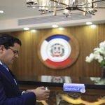 José Martínez Hoepelman presenta su candidatura para Defensor del Pueblo