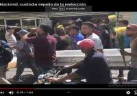 Ciudadanos realizan sepelio de la reelección custodiado por la Policía Nacional; Vídeo