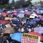La Asociación Dominicana de Profesores marcha «Por más y mejor educación y por la paz escolar»