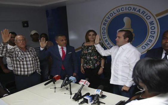 Tony Peña Guaba conquista regidores del PRD y los juramenta en el PRM