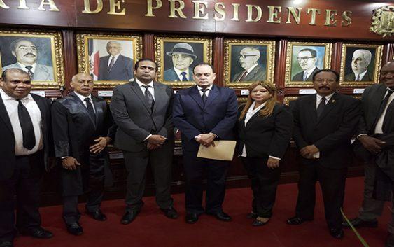 Colegio de Abogados se presta al jueguito de joder con la Constitución con su «caramelo envenenado»