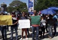 Policía arremete contra Familia Rosario que reclamaba herencia frente al Palacio Nacional; Vídeo