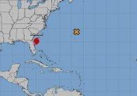 Huracán Dorian a 100 millas de Daytona beach, Florida y la tormenta Gabrille al oeste-noroeste de Cabo Verde