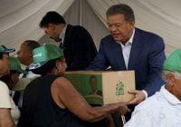 Presidente Fernández cenó con ciudadanos de Cristo Rey y entrega miles de cajas en su oficina política
