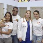 """Día de adopciones: Con los lemas """"Adopta, no compres"""" y """"Regala, no compres"""" de MedVed y Fundación PetHome"""