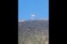 Delincuentes (supuestos policías haitianos) bajan bandera dominicana provocando tiroteo; Vídeo