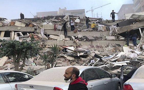 Tras festejar independencia Turquía sufre sismo de7.0 que deriba en tsunami dejando muertos y heridos; Vídeos