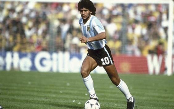 Argentina: Muere Maradona tras operación en la cabeza; Gobierno decreta tres días de duelo