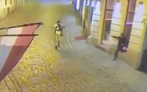 Terrorismo en Viena, Austria: 4 muertos y 22 heridos; Asesino había sido condenado y liberado por corta edad; Vídeos