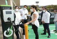 Instalan cinco estaciones de carga para vehículos eléctricos en Aeropuerto Las Américas