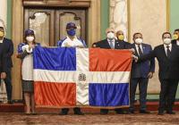 Abinader entregó Bandera a Águilas Cibaeñas equipo que representará el país en la Serie del Caribe