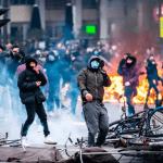 Se incrementan violentas protesta contra «Toque de queda» en los Países Bajos; Explotan puente; Vídeo