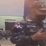 Este es: Policía, humano, capacitado, con valores, en fin parte del 1 % de los verdaderos policías; Vídeo