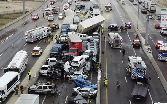 Accidente entre alrededor de cien vehículos deja 5 muertos y decenas de heridos y atrapados en Texas; Vídeos