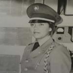 Primera mujer polícia de RD mendigando; Los jefes, directores, ministros solo piensan en ellos
