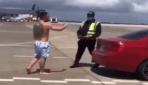 Individuo de Canadá y aspecto dudoso penetró con carro a la pista del Aeropuerto Las Américas; Vídeo