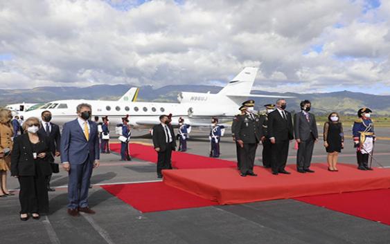 Despiden en Ecuador a Abinader tras asistir a toma de posesión del presidente Guillermo Lasso