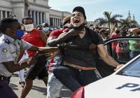 Protesta popular en Cuba; Primera vez en dictadura de los Castro; Esbirros apresan y torturan cientos; Vídeos