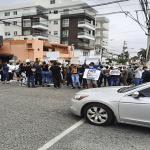 Cubanos residentes en la República Dominicana protestan frente a embajada de su país