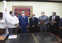 Mescyt recibe informe de gestión de la Universidad Tecnológica del Cibao Oriental